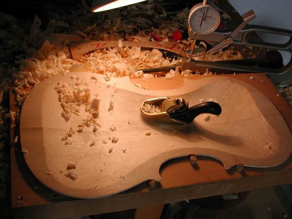 Como são feitos os violinos?