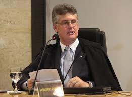 Contra Conselho de Psicologia,e juiz autoriza tratamento para gays egodistônicos.